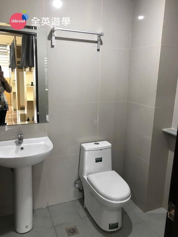 ▲ 宿舍浴室也有附小鏡子,很貼心~