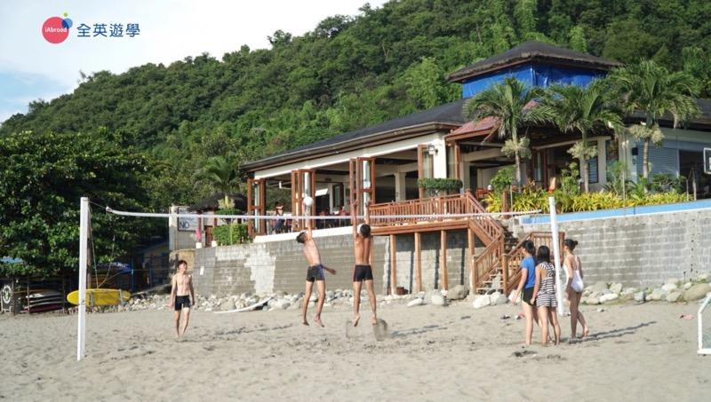 ▲ San Juan 是菲律賓非常知名的衝浪勝地,每年都吸引非常多歐美衝浪客來到這裡。除了衝浪外,也可以在這裡打沙灘排球!