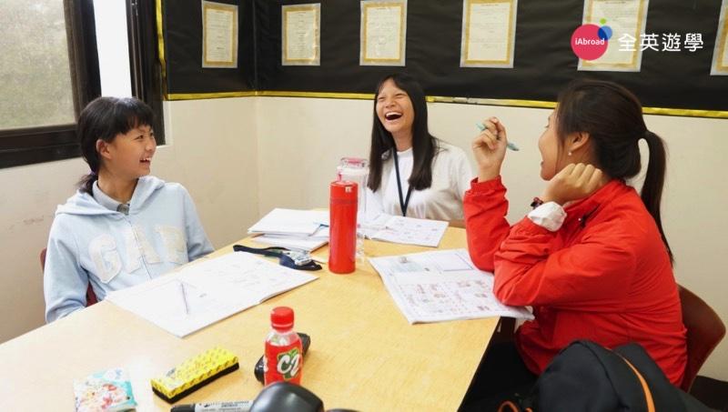 ▲ 我的越南同學 Hanna 超幽默的,每次上課我們都笑得東倒西歪,尤其是老師讓我們角色扮演,或指導我們練習英文情境對話的時候,Hanna 都超入戲的~