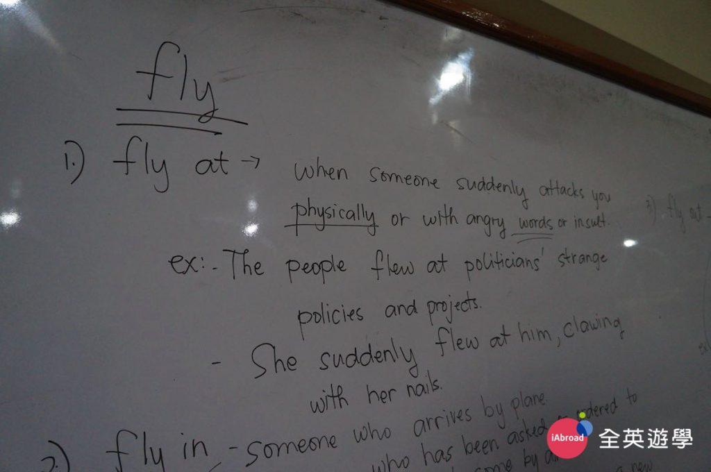 ▲ 台灣學生普遍來說都滿會考試的,文法方面不會太差,不過,到了生活中真正說英文的時候,還是一堆錯誤...Monol 的免費選修文法課,提供學生一個可以把重要的文法概念&用法,好好一次搞懂!