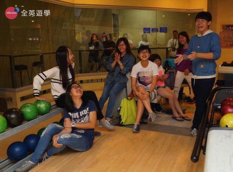 ▲ 菲律賓遊學除了唸英文,好朋友課後一起去碧瑤市區打保齡球,超歡樂!
