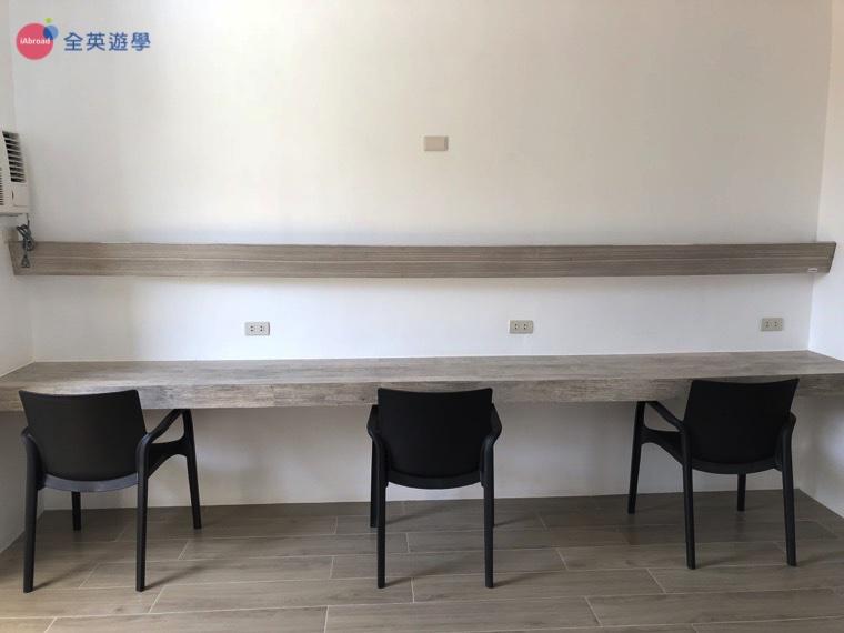 EV 語言學校宿霧親子遊學推薦斯巴達課程_學生宿舍三人房2