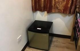 《A&J e-EduDC 語言學校》學生宿舍雙人房,有小冰箱可以使用喔!