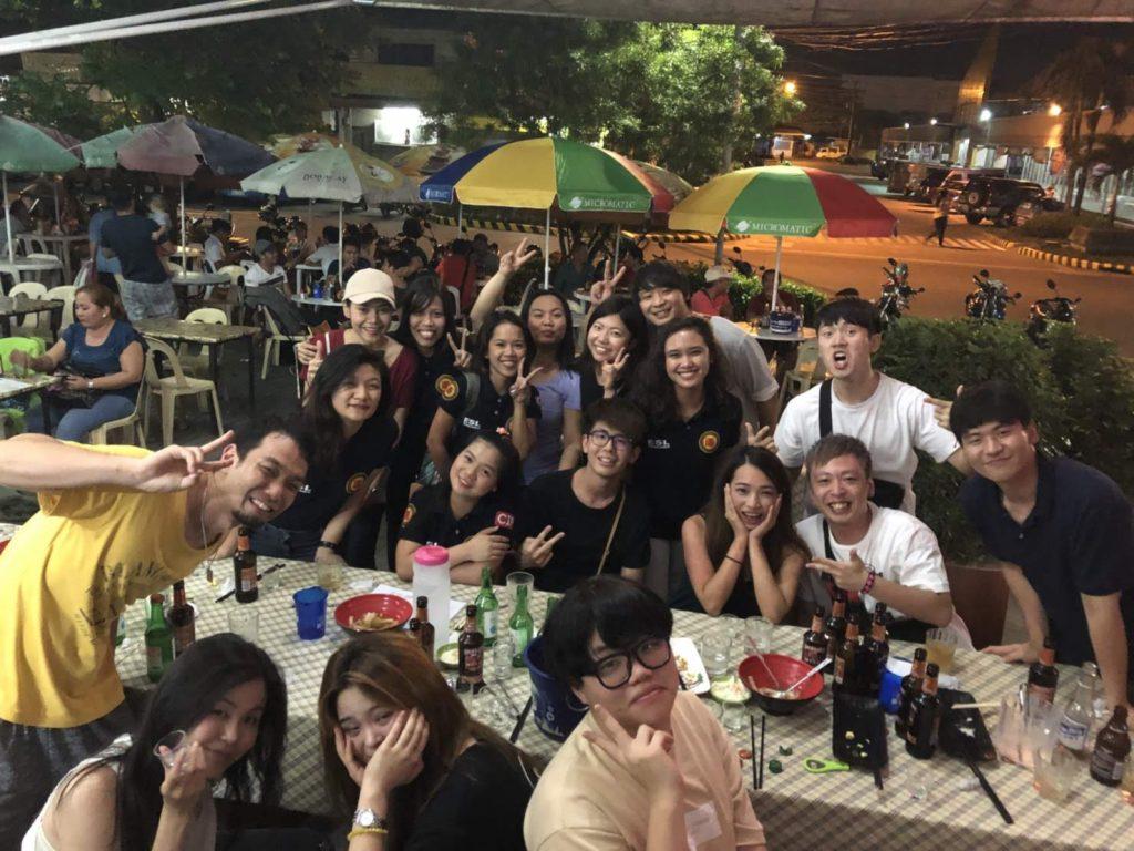 ▲ 這是Nepo Mall 附近滿推薦的菲律賓餐廳,搭三輪車 Tricycle 的話,大概離CIP學校5分鐘而已,很近。我們還滿常約去那裡吃的,好吃又便宜!