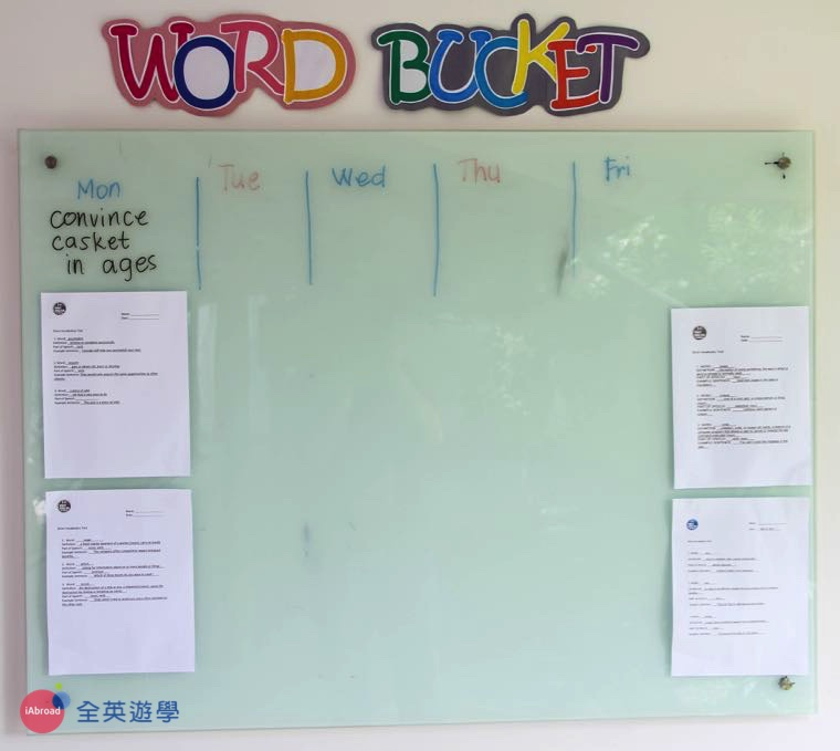 《First English 語言學校》每天要考的單字都會公告出來!