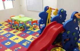 《First English 語言學校》小朋友的遊戲室,平常也會在這邊上課喔!