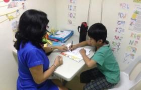 《First English 語言學校》小朋友的一對一課程