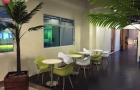 《IDEA Academia 語言學校》學生休息區像在咖啡廳一樣,非常舒適