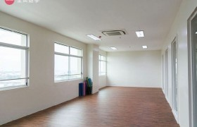 《IDEA Academia 語言學校》瑜珈教室,瑜珈&Zumba 舞蹈課都在這邊上課喔!