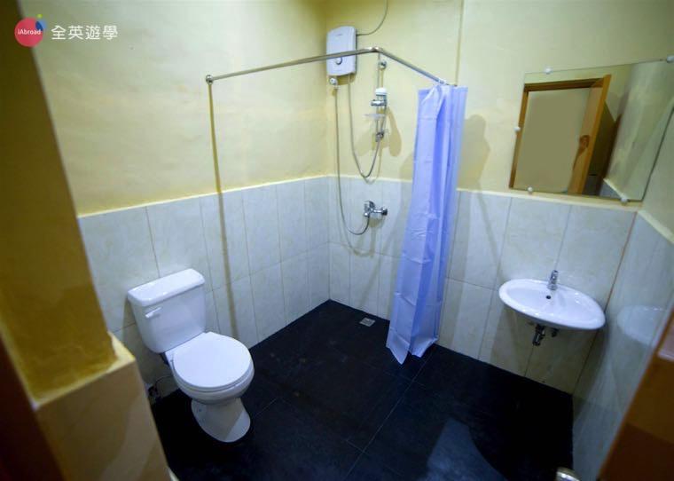 《IDEA Cebu 語言學校》學生宿舍乾濕分離的衛浴設備