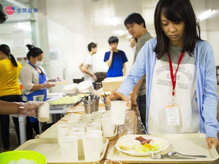 《IDEA Cebu 語言學校》學生餐廳採自助式,要吃多少可以自己酌量控制喔!
