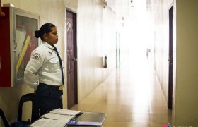 《IDEA Cebu 語言學校》學生宿舍走廊都有 24 小時安全警衛