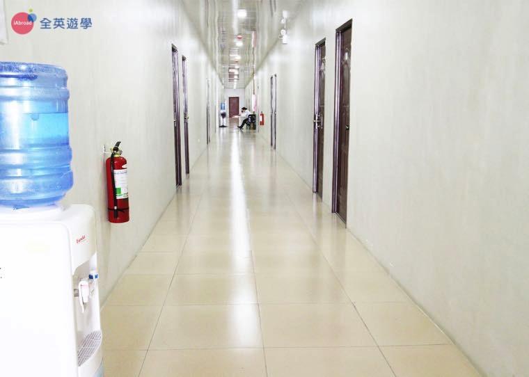 《IDEA Cebu 語言學校》學生宿舍走廊