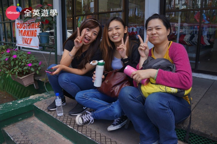 ▲ 我和 Monol 的朋友們,正中間的就是 Amanda 喔!我們都要準備空姐面試,一起加油!