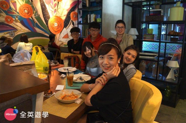 ▲ 課外能夠和朋友聚在一起吃飯聊聊天,實在很開心~