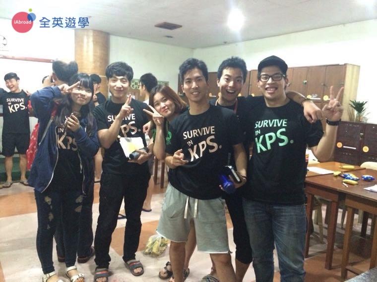 ▲ PINES學校晚上的KPS課程,我們還有制服可以穿!