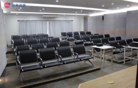 Philinter 語言學校-多媒體室