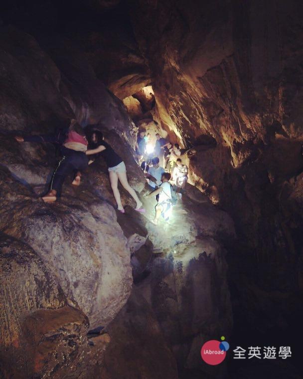 ▲ 「Sagada 薩加達鐘乳石洞」是個熱門景點!很多遊客都來地底洞穴探險!
