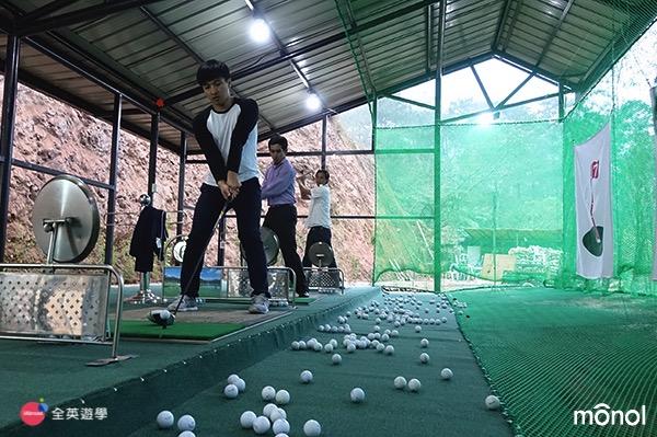 《MONOL 碧瑤語言學校》免費高爾夫球課,讓國手級教練來教你打高爾夫~ 開放時間:17:00-21:00