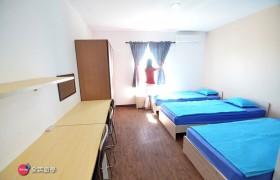 EG 三人房 (床鋪、桌椅、衣櫥、冰箱)