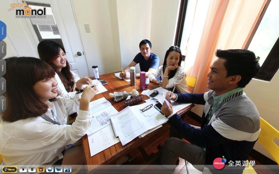 《MONOL 語言學校》 一對四小班團體課