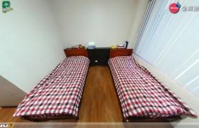 《PINES 語言學校》Chapis雙人房 (床鋪、桌椅、電視、衣櫥、獨立衛浴)