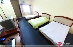 《PINES 語言學校》 Cooyeesan 三人房 (床鋪、桌椅、衣櫥、電視、檯燈、陽台、獨立衛浴)