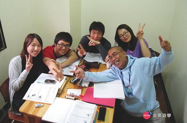 《MONOL碧瑤 語言學校》一對四小班團體課