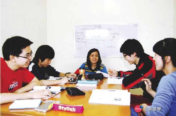 《MONOL 語言學校》一對四小班團體課