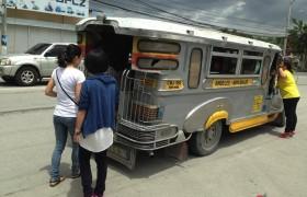 克拉克最方便的交通工具之一 Jeepney
