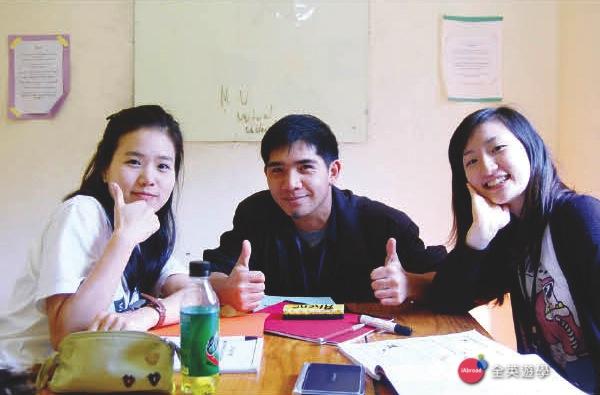《MONOL 語言學校》 小班團體課