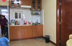 《Wales 語言學校》單人房 (Single Room) ,每位學生都有獨立的書桌椅喔!部分單人房還有廚房可以使用喔~