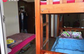《Wales 語言學校》雙人或三人房宿舍,每間都有獨立衛浴&陽台冰箱喔~