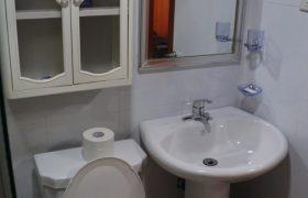 《Wales 語言學校》家庭房 (Family Room),共有兩間雙人房,最多可住4人。每間都有大客廳、沙發、電視、廚房 (附完整廚具、電鍋、餐具)、獨立衛浴喔!