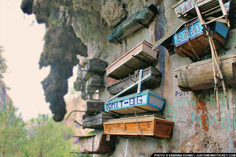 距離碧瑤五小時的Sagada,著名的奇景之一是懸掛在岩壁上的棺材  The Hanging Coffins in Sagada
