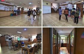 TALK Yangco 語言學校一樓大廳是學生主要的活動區域,公佈欄有最新的考試消息&旅遊訊息