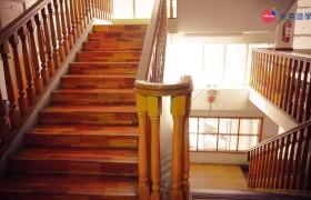 TALK Yangco 明亮寬敞的樓梯間