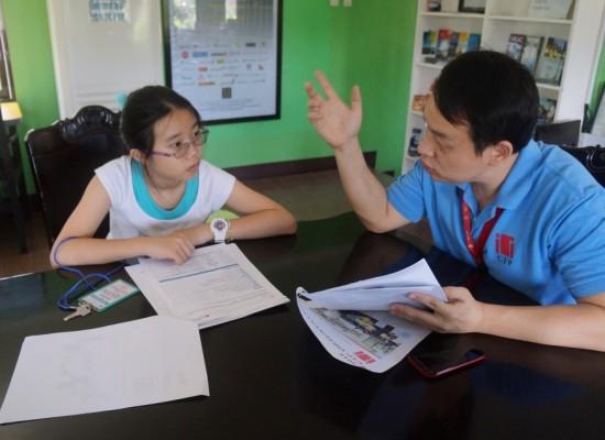 《小胖菲律賓遊學日記 Day3 – CIP語言學校校園導覽》入學測驗結束後,各國學生經理分別帶開導覽校園&講解校規