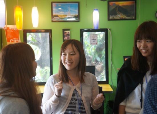 《小胖菲律賓遊學日記 Day3 – 週一下午新生訓練》大家練習用英文簡單自我介紹、分享夢想的故事,好多日本新同學!