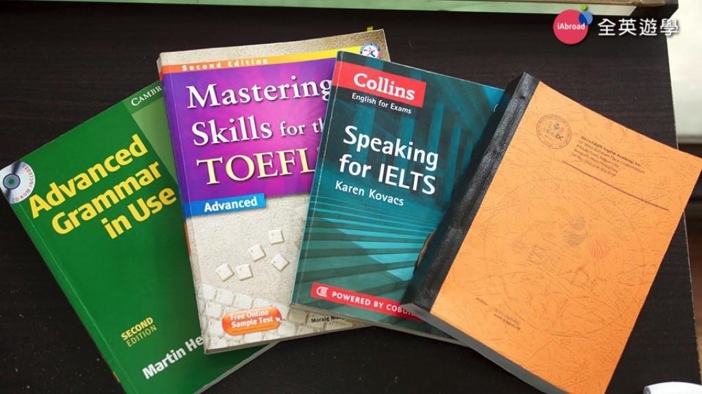 ▲ 菲律賓學校使用的雅思 IELTS 和托福 TOEFL 課本