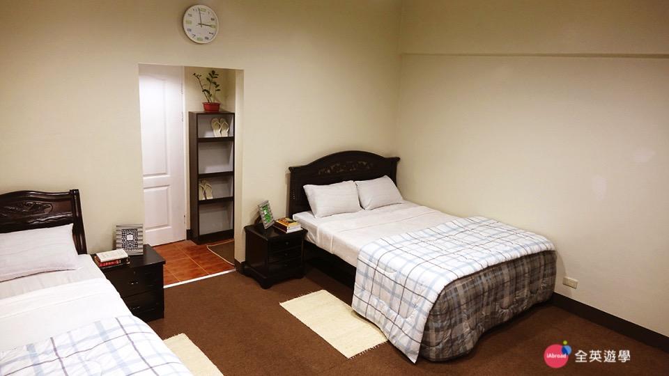 《MONOL 語言學校》雙人房宿舍房間