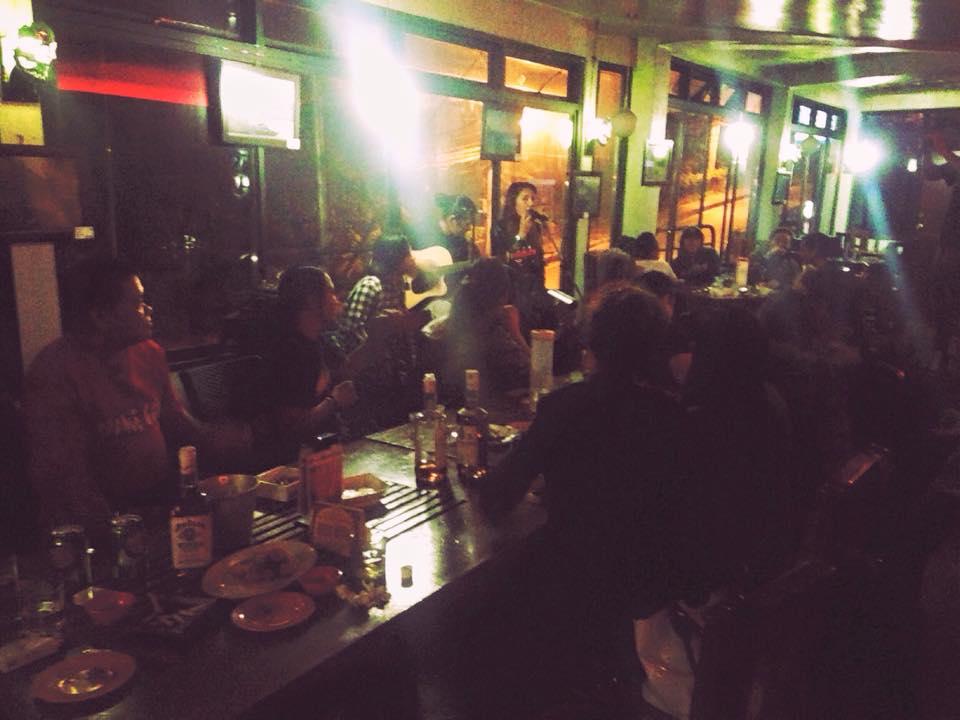 碧瑤遊學推薦的餐廳&Pub, Whitemoon 啤酒便宜,炸雞超好吃