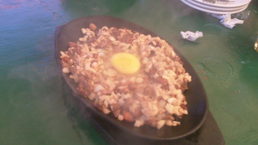 碧瑤推薦一定要去的5間喝酒吃炸雞的餐廳-Red Lion Pub 碎豬肉 sisig 超好吃,菲律賓國民美食