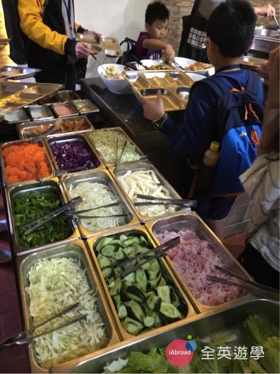 ▲ Monol 三餐都有沙拉&水果,雖然沙拉區的變化不大,但至少還是每天都有纖維質啦!