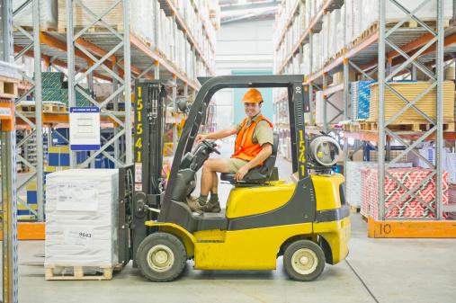 ▲ Forklift-Operator 堆高機操作員:有些工廠會徵求會開堆高機的職員,如果你有駕駛堆高機的經驗又有執照,那這個工作是一個得天獨厚的選擇