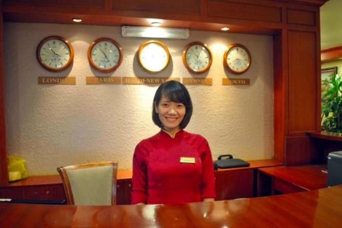 ▲ Receptionist 飯店接待人員:通常英文口說&聽力程度要好,才能確實聽得懂來自不同國家旅客的口音與需求。