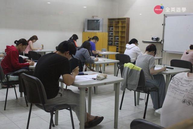 ▲ CNS2 碧瑤雅思專門學校,斯巴達式教學,學生每天早上都要考雅思單字!
