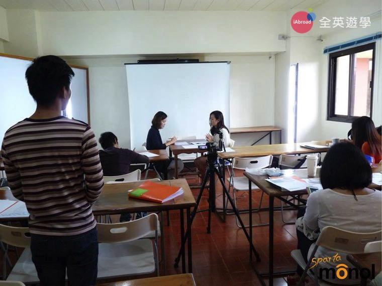▲ Monol 碧瑤語言學校的商業英文課程,模擬實際面試問題,對學生未來求職很實用!