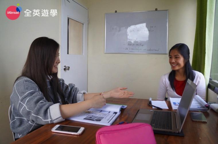 Monol 語言學校航空英文,每日高達 7 堂一對一課程