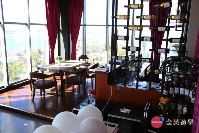 ▲ Skydeck 餐廳就在 Philinter 校外學生宿舍 - AZON 公寓的頂樓!很多 Philinter 學生都會來這邊享受美食!還可以欣賞美景!